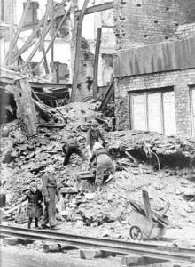 Auf der Suche nach Habseligkeiten, Dortmund 1945